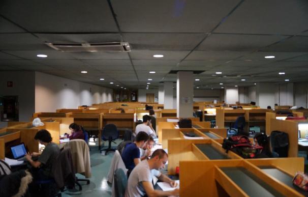 Más de 50 estudiantes secundaron el encierro nocturno en el Paraninfo de la UC