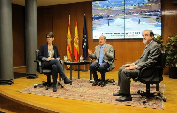 Barba y Embid conversan sobre la evolución de las Cortes de Aragón entre la primera y la novena legislatura